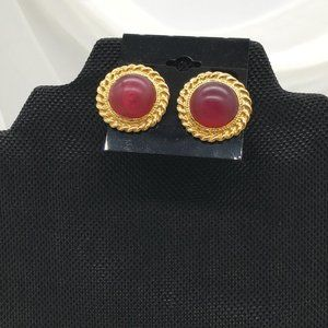 #1374 Unsigned Clip On Earrings